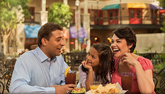 Celebrate the summer with special food and beverage experiences!
